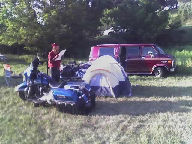 http://www.bikersaloon.com/images/sturgis2005/08-09-05_0806.jpg