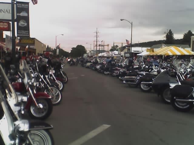 http://www.bikersaloon.com/images/sturgis2005/08-10-05_1436.jpg