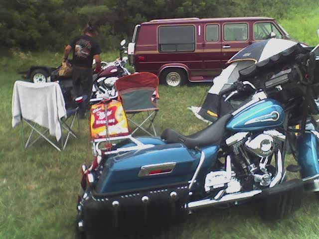 http://www.bikersaloon.com/images/sturgis2005/08-10-05_1922.jpg