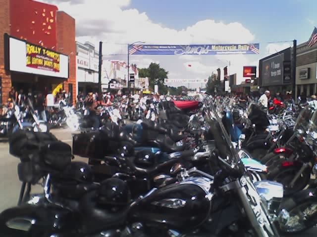 http://www.bikersaloon.com/images/sturgis2005/08-11-05_1547.jpg